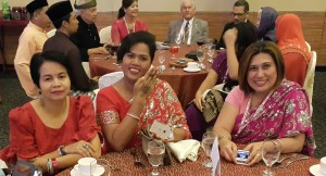 Tydens Terrance se besoek, is die fees van lig, Deepavali in Maleisië gevier en gaste uit alle dele van die wêreld het spesiaal vir die geleentheid hulself opgetooi.