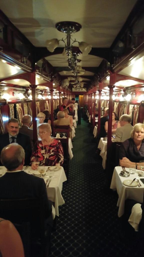 'n Gerestoureerde eetwa van 1911 as deel van die Pride of Africa van ROVOS Rail.