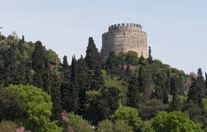 Hierdie fort is deel van die ou stad van Konstantinopel wat vandag Istanboel heet, en waar talle oorblyfsels van die vroeëre geskiedenis van Turkye gesien kan word.