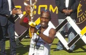 David Gatebe is meer as R1 miljoen ryker nadat hy die 'af' rekord in vanjaar se Comrades Marathon gebreek het. Die atleet van die TomTom Atletiekklub het Old Mutual Two Oceans Marathon in 2013 gewen, en het die Comrades in 5:18.19 afgelê om die Rus Leonid Shvetsov' se rekordtyd van 5:20.49, wat hy in 2007 opgestel het, te verbeter.