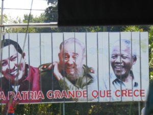 Johan Rademan het onlangs in Kuba vir ReisSonderGrense op die reuse advertensiebord afgekom met die Castro-broers en oud-Pres. Nelson Mandela.