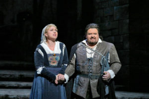Annette Dasch as Eva en Johan Botha as Walther in Wagner se Die Meistersinger von Nürnberg. Photo: Ken Howard/Metropolitan Opera