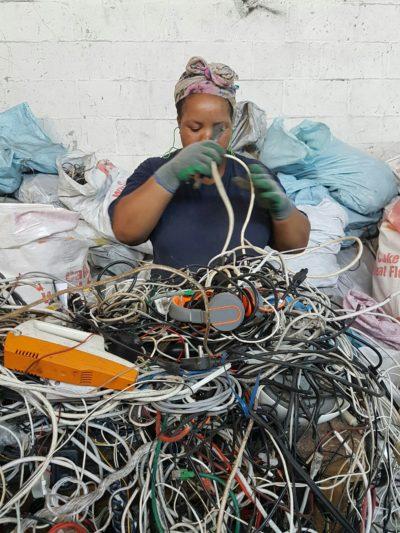 Hoe gemaak met e-afval?