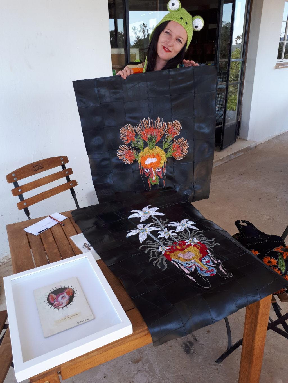 Kunstenaar borduur op binnebande