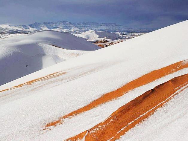 Sneeu in die Sahara woestyn