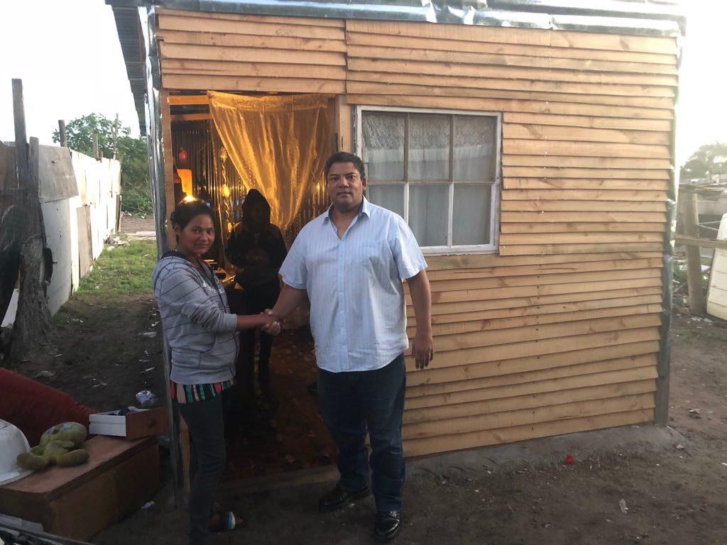 Luister weer: Die shack-bouer en Freedom Farm se mense