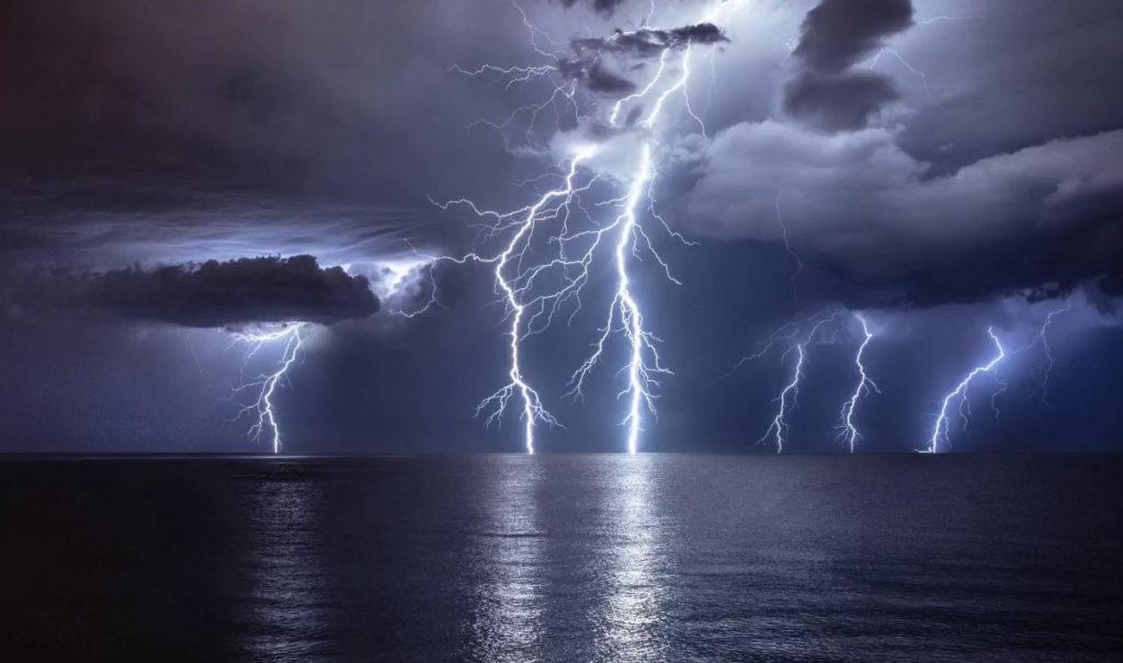 Kan weerkundiges donderweer voorspel?