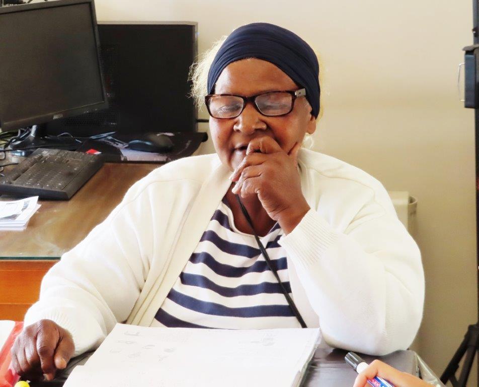 Luister weer: Ouma leer skryf
