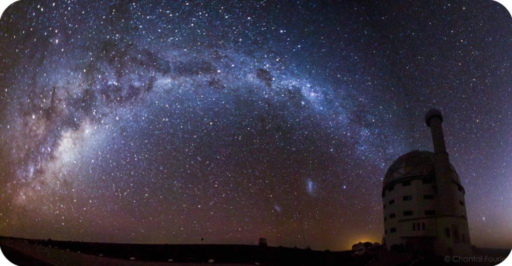 Hoe word 'n vloer waterpas gemaak om 'n groot teleskoop korrek te monteer?