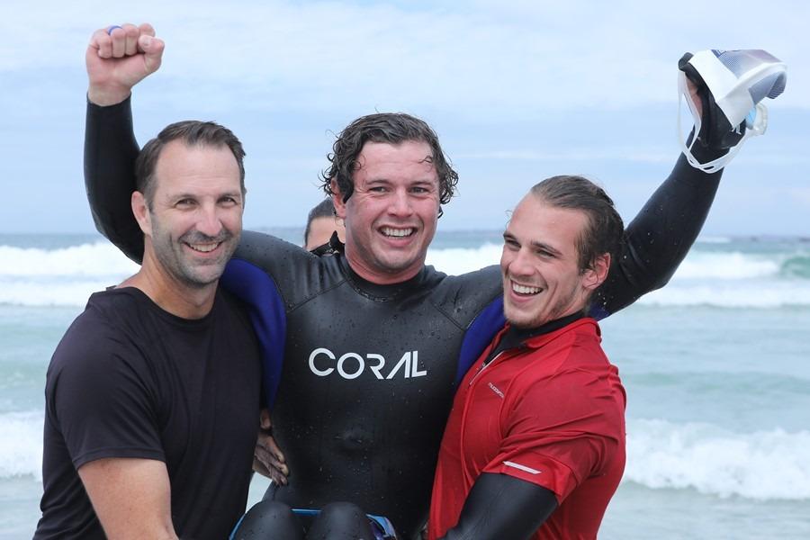 Parapleeg swem van Robbeneiland na Blouberg